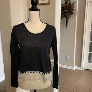 Rue 21 gray long sleeve crop top w/lace at hemline